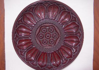 蓮弁文彫彩漆盆
